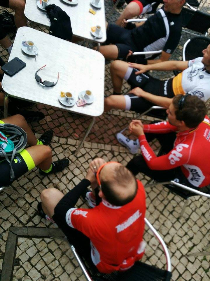 road_bike_pros_2015_coffee_stop.jpg